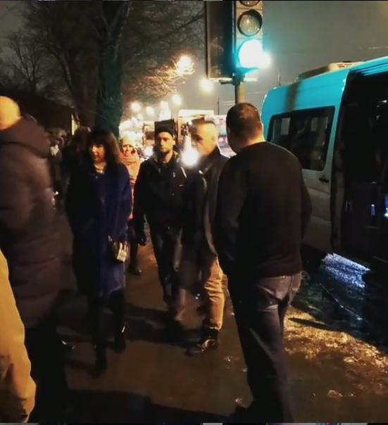 "К клубу Линдеманна привезли на ""маршрутке""."