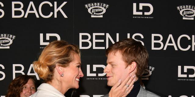 """Джулия Робертс и Лукас Хеджес на премьере фильма """"Вернуть Бена""""."""