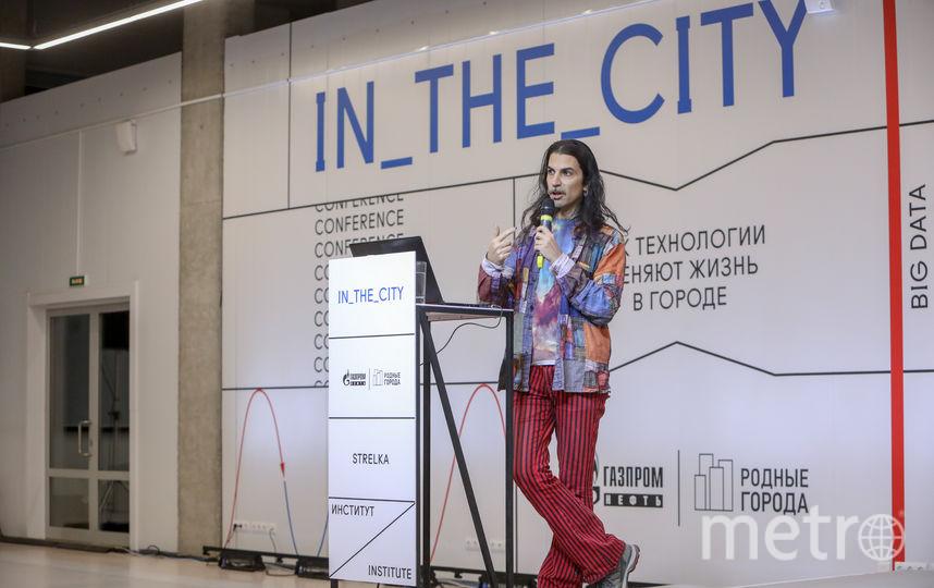 Медиахудожник и исследователь Мемо Актем объясняет, как искусственный разум может помочь нам понять и принять друг друга.