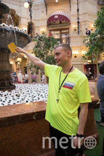 Во время ЧМ «судьи» показывали шалунам карточки. Фото пресс-служба ГУМА