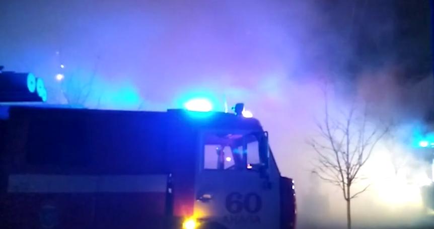 В Анапе горит сразу три дома.