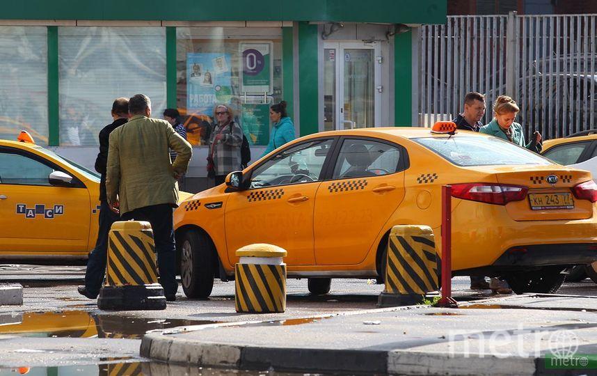 Водитель такси, сбивший пешеходов в центре Москвы, не имеет прав. Фото Василий Кузьмичёнок