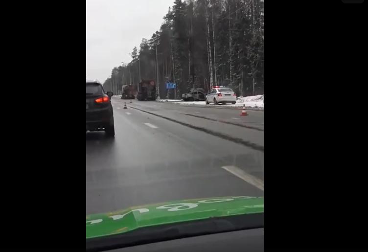 """ДТП на трассе """"Кола"""". Фото скриншот видео vk.com/spb_today"""