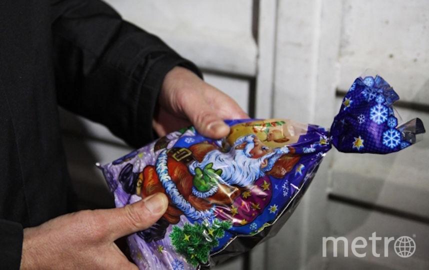 Специалисты не рекомендуют покупать для детей карамель и леденцы, а также кондитерские изделия, содержащие более 0,5% алкоголя. Фото РИА Новости