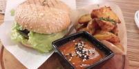 Стрит-фуд в Петербурге: 5 мест, где можно съесть вегетарианский бургер