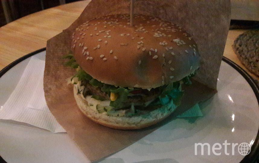 "ZEN Vegan Burger. Фото ""Metro"""