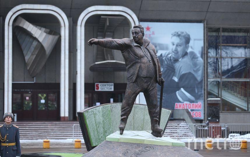 Памятник Анатолию Тарасову. Фото Василий Кузьмичёнок