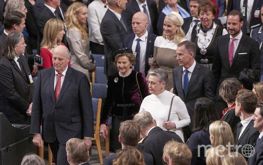 Члены королевской семьи Норвегии - король Харальд с женой и его сын с супругой. Фото Getty