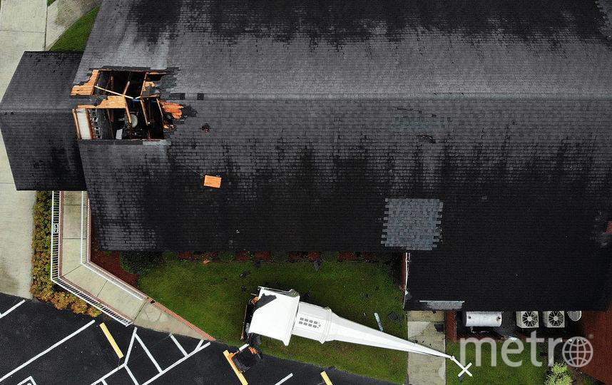 Шпиль лежит рядом с баптистской церковью Эла после того, как 16 сентября он был унесен сильным ветром урагана Флоренция в Леланде, штат Северная Каролина. Фото Getty