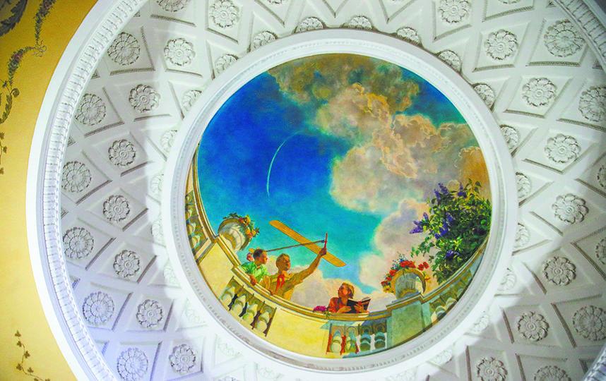 Даже потолок в высотке зачастую произведение искусства. Фото Василий Кузьмичёнок