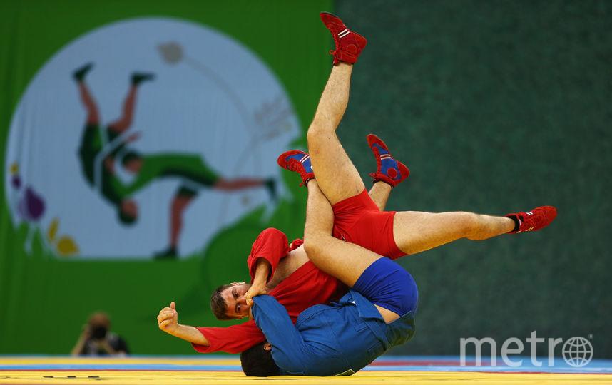 Российский спортсмен Артём Осипенко и Раду Малчич из Румынии. Фото Getty