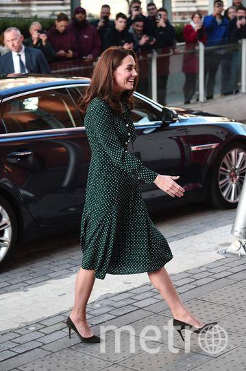 Кейт Миддлтон приехала в больницу на машине и не стала надевать верхнюю одежду, несмотря на декабрьскую прохладу. Фото Getty