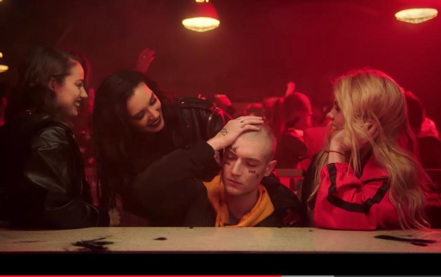 Двойник рэпера Face с новой причёской. Фото Скриншот YouTube/MALFA, Скриншот Youtube