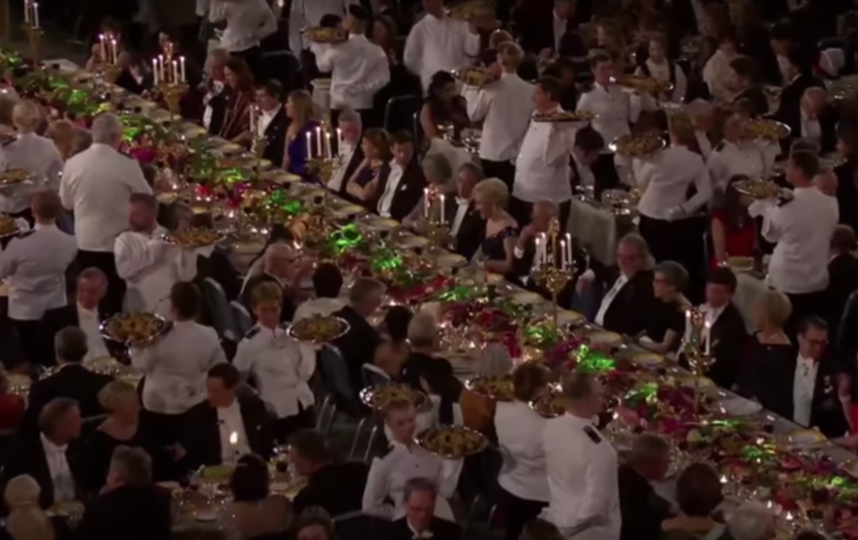 Ужин по случаю вручения Нобелевской премии. Фото Скриншот, Скриншот Youtube