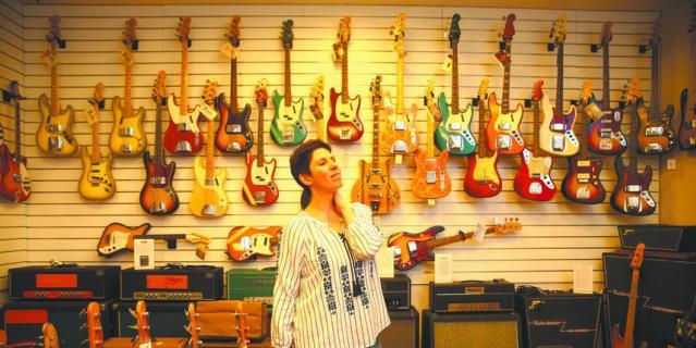 Cвятая святых – коллекция винтажных гитар, в которую входят десятки инструментов, представляющих историю развития мировой рок-музыки XX века.