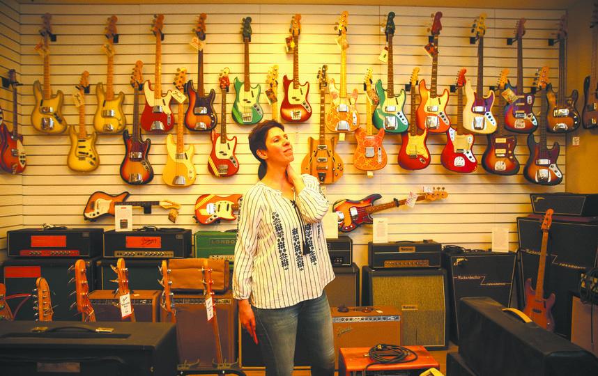 Cвятая святых – коллекция винтажных гитар, в которую входят десятки инструментов, представляющих историю развития мировой рок-музыки XX века. Фото  Василий Кузьмичёнок, пресс-служба «нашего радио»