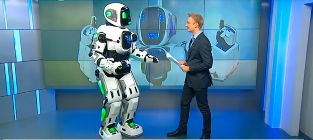 "Робот Борис оказался всего лишь костюмом под названием ""Робот Алёша"". Фото Скриншот https://www.youtube.com/watch?v=Asqq3Rhoj10, Скриншот Youtube"