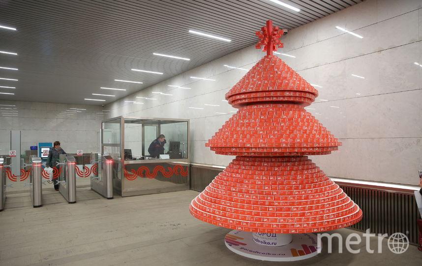 Ёлка из использованных билетов. Фото Предоставлено пресс-службой метро