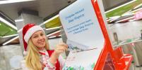 Москвичи смогут бесплатно отправлять новогодние открытки родным и письма Деду Морозу из метро