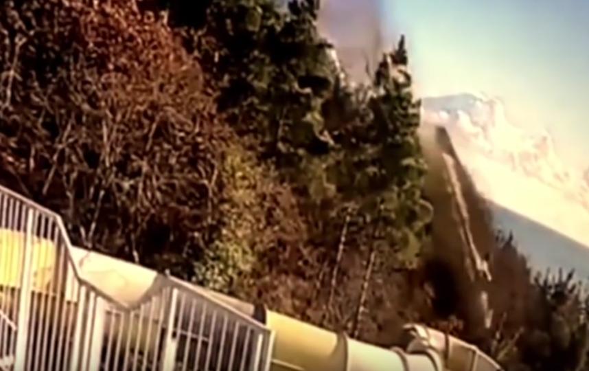 """Самосвал упал на территорию аквапарка гостиницы """"Ялта Интурист"""". Фото Все - скриншот YouTube"""