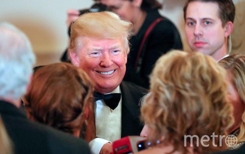 Перед уходом Дональд Трамп пообщался с гостями. Фото AFP