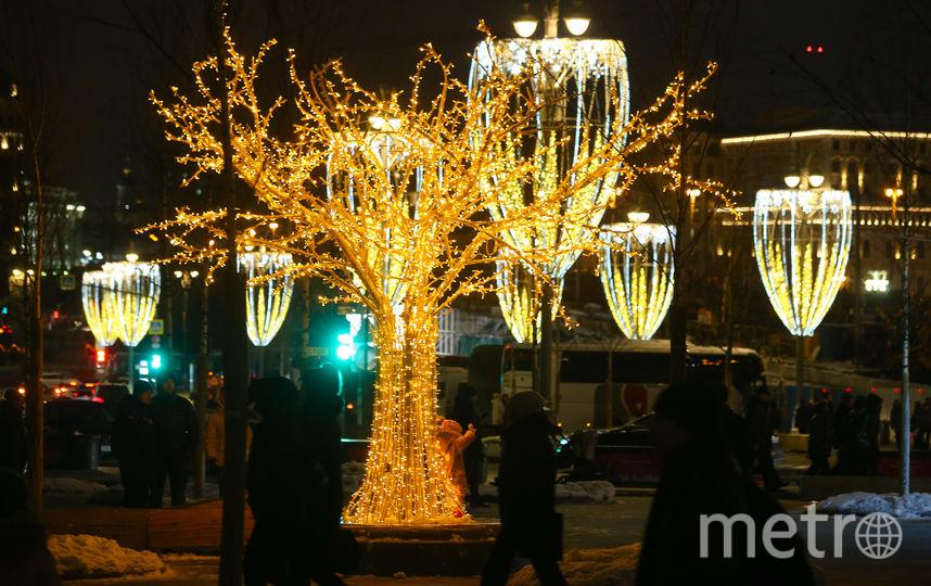 Иллюминации и декорации создают атмосферу праздника. Фото Василий Кузьмичёнок
