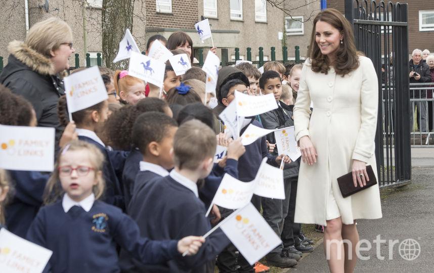Беременная Кейт в элегантном белом платье. Фото Getty