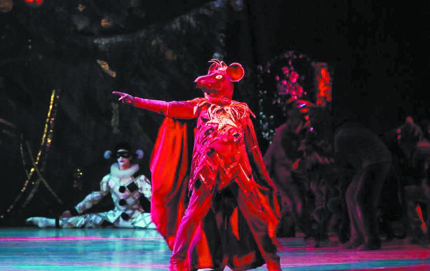 """«Щелкунчик» – любимый балет петербуржцев в новогодние праздники. Фото сайт Мариинского театра, """"Metro"""""""