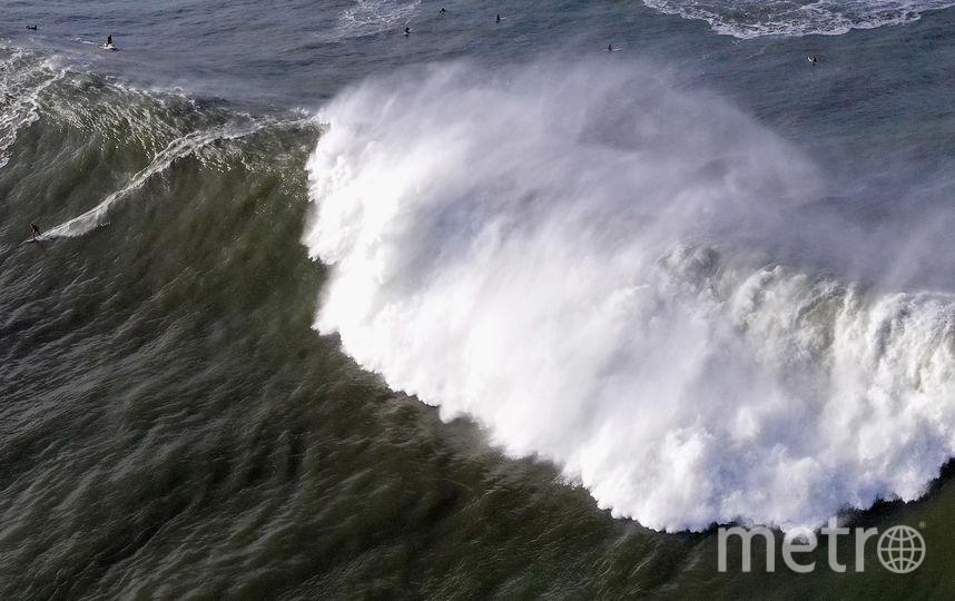 Волны здесь достигают высоты 15-18 метров. Фото Getty