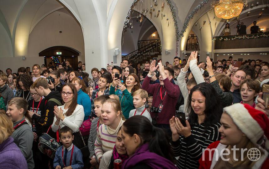 """Праздник для детей прошёл в одном из залов гостиницы """"Метрополь"""". Фото предоставлено компанией Coca-Cola"""