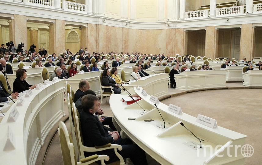 """Парламент против продажи энергетиков детям. Фото www.assembly.spb.ru, """"Metro"""""""