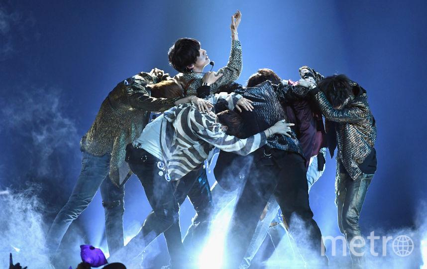 Группа BTS выступает на сцене во время Billboard Music Awards 2018 на MGM Grand Garden Arena 20 мая в Лас-Вегасе. Фото Getty