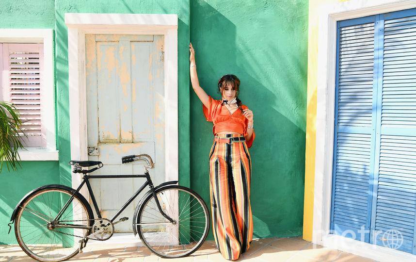 Певица Камила Кабелло на выставке Camila Cabello и L'Oreal Paris. Запуск коллекции косметики HAVANA в Pacific Palisades, Калифорния. Фото Getty