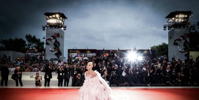 Эпатажная певица Леди Гага.