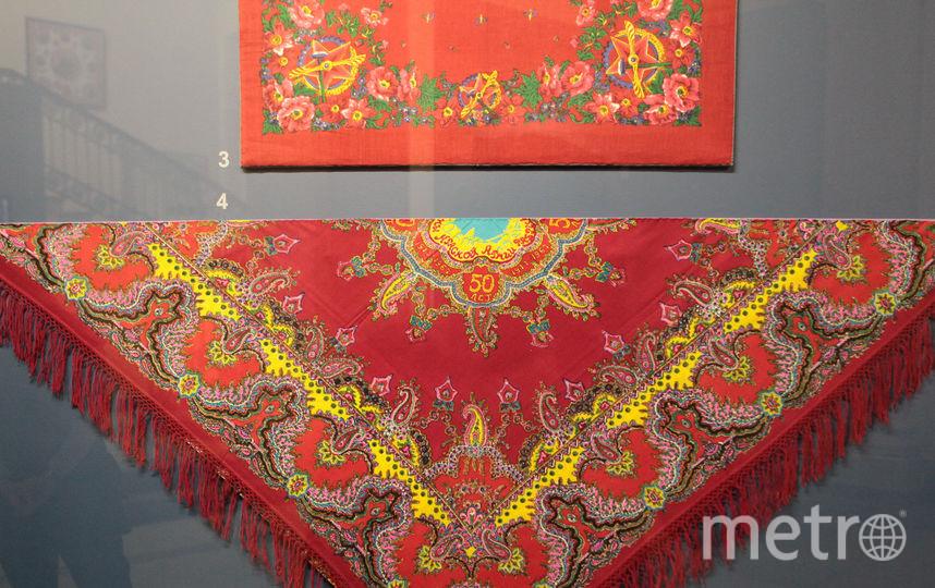 """Выставка платков и шалей в Корпусе Бенуа. Фото Святослав Акимов, """"Metro"""""""