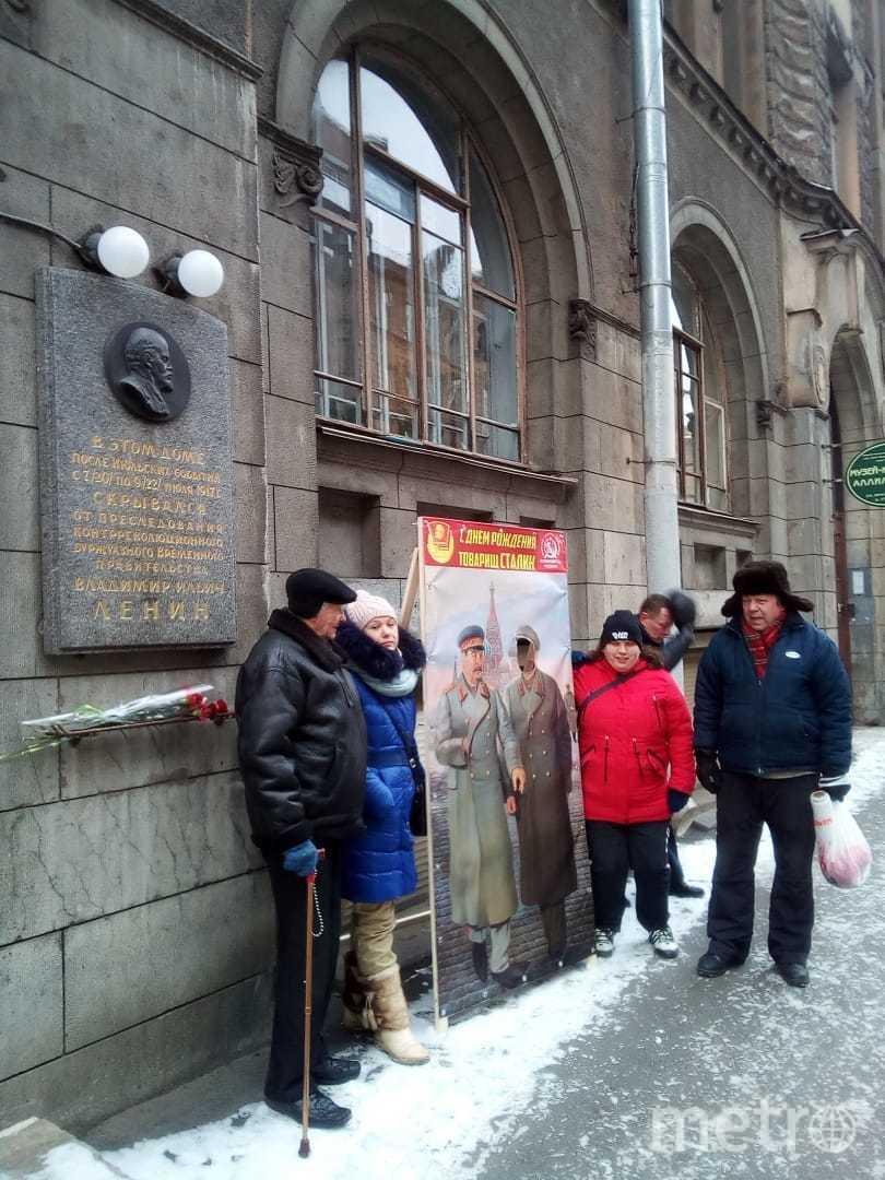 """Акция """"Фото со Сталиным"""" прошла в Петербурге. Фото Пресс-служба петербургского отделения КПКР, """"Metro"""""""