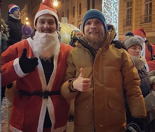 В Петербурге прошел традиционный забег Дедов Морозов. Фото скриншот www.instagram.com/bosotaa88/