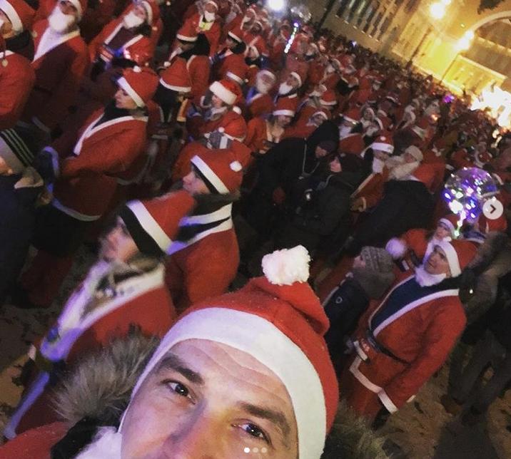 В Петербурге прошел традиционный забег Дедов Морозов. Фото скриншот www.instagram.com/krista9122/