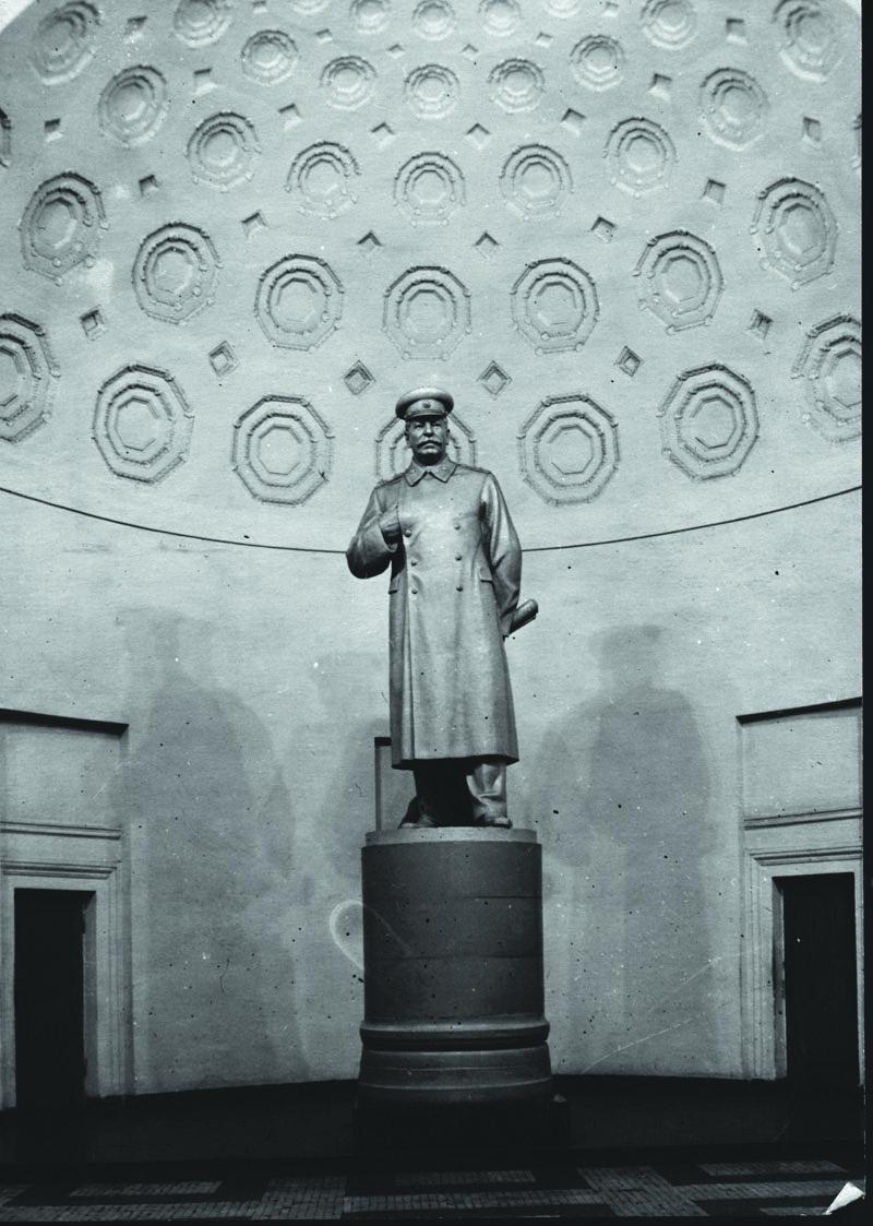 Курская. Статую со Сталиным убрали в 1961 году.