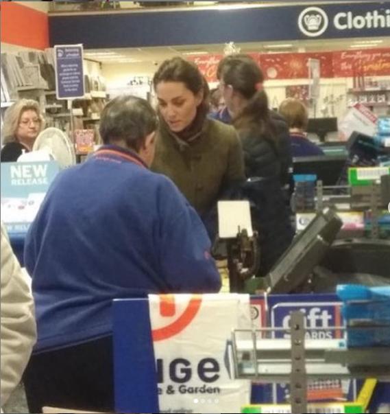 "Кейт в магазине. Фото https://www.instagram.com/royalteawithjam/, ""Metro"""