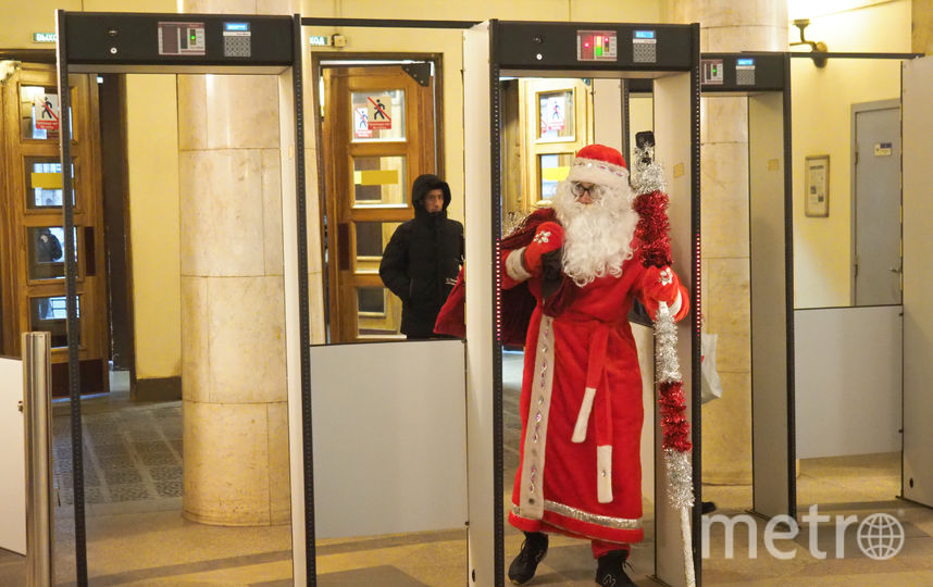 "Дед Мороз в метро. Фото Святослав Акимов, ""Metro"""