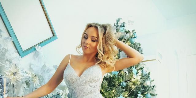 На Рождество выкладываем картиночки с ангелами или делаем идиллическую семейную фотосессию со свечками.