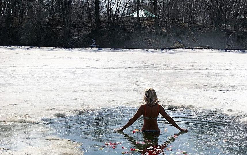 19 января – испытание для самых самоотверженных – купание в проруби. Обратите внимание, что немного креатива и романтики никогда не повредят. Фото instagram/victoriya_oz