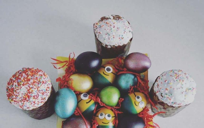 На Пасху хвастаемся кулинарными талантами – красим яйца и печём куличи. Фото instagram/preskyurinam