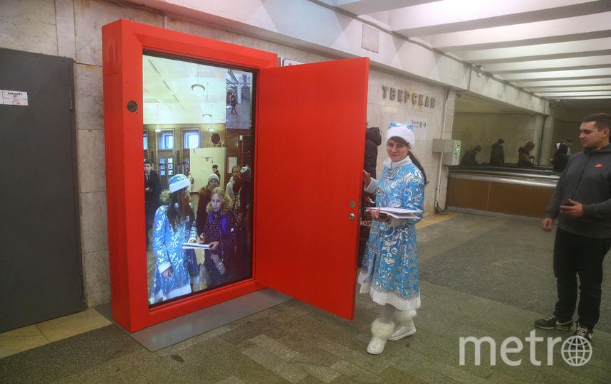 В московском метро установили портал для игры в крестики-нолики. Фото Василий Кузьмичёнок