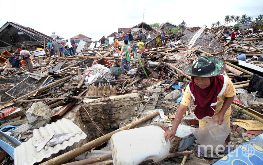 Стихийное бедствие случилось в ночь на воскресенье. Сотни домов и зданий в Индонезии были разрушены. Фото AFP