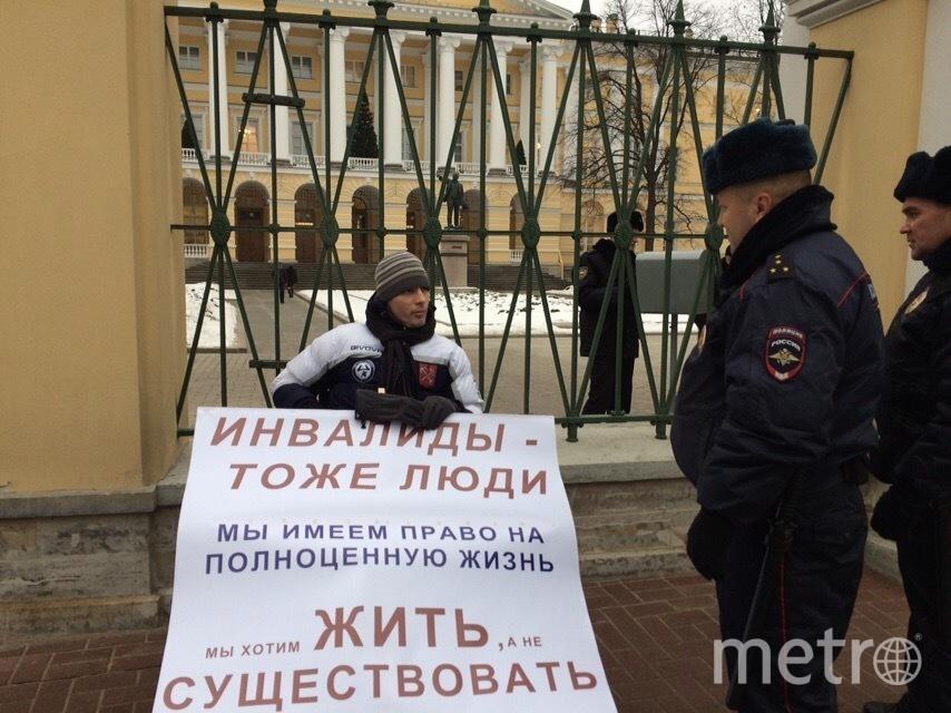 Никита Сорокин во время пикета у Смольного. Фото Красимир Врански, vk.com