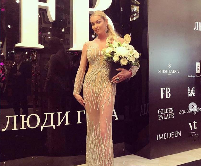 Так выглядела Анастасия Волочкова с локонами. Фото instagram.com/volochkova_art