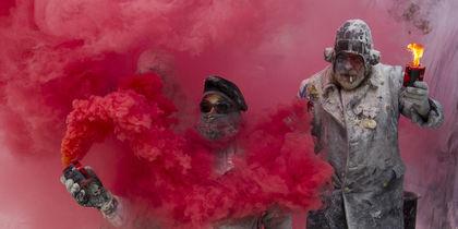 Военный переворот с помощью яиц и муки: в Испании прошёл фестиваль Els Enfarinats. Фото