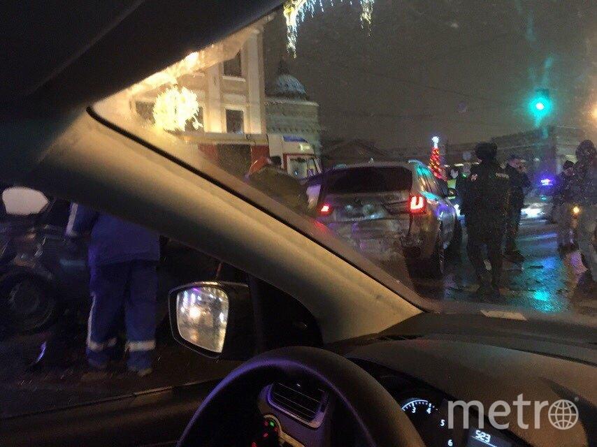 "Фото с места ДТП на Невском. Фото https://vk.com/spb_today?w=wall-68471405_10216105, ""Metro"""